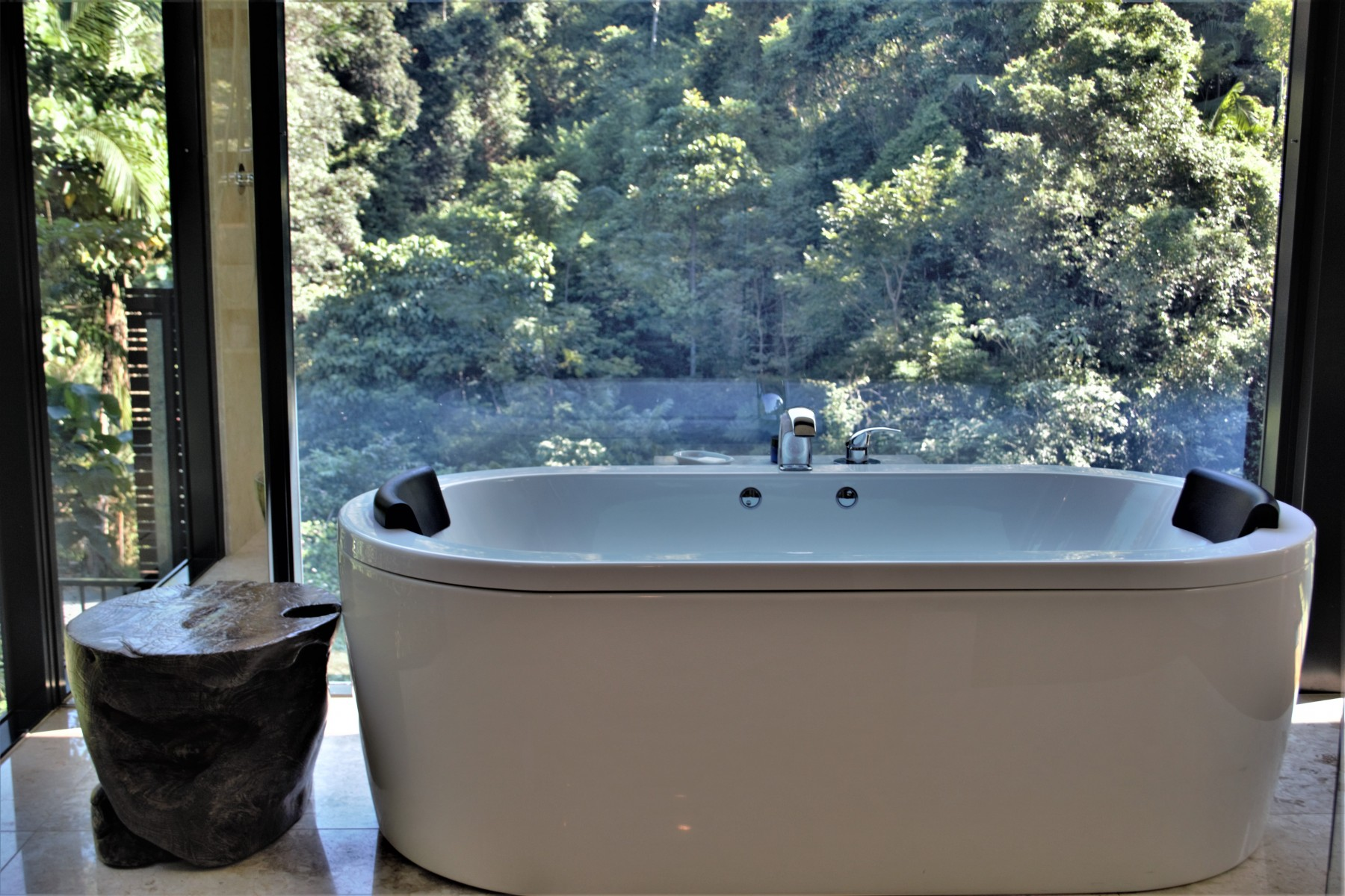 Crystal-Creek-Rainforest-Retreat-Lamington-Lodge-Bath.-Image-Kate-Webster