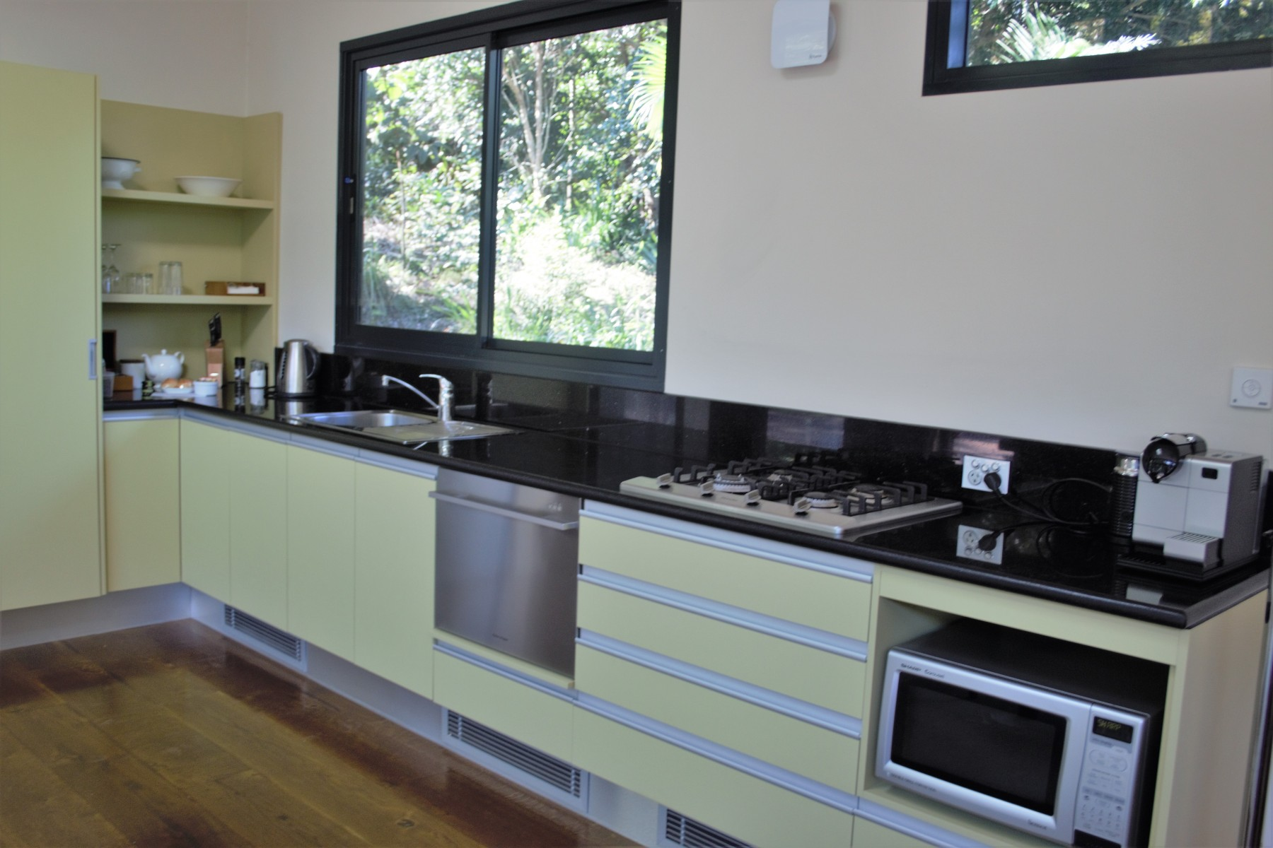 Crystal-Creek-Rainforest-Retreat-Lamington-Lodge-Kitchen.-Image-Kate-Webster