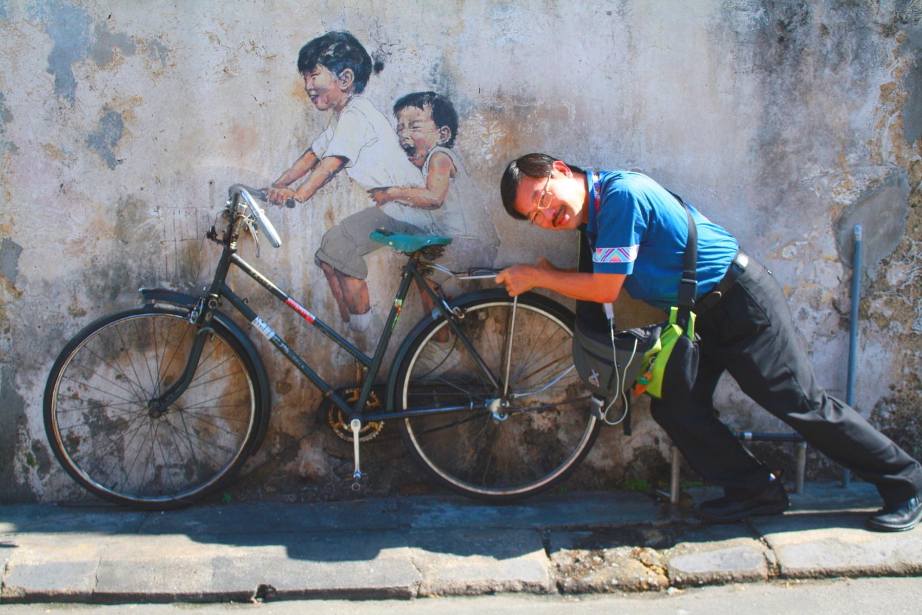 Boys_on_Bike__street-art_Georgetown_Penang_Malaysia